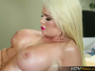 blondjes, grote borsten, hoorndrager