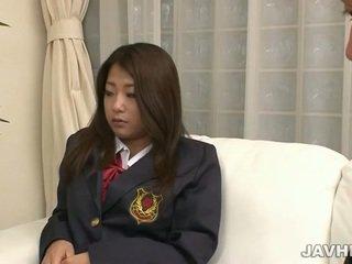 Jaapani koolitüdruk toying ja imemine