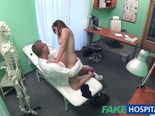 Fakehospital doktor examines ładniutka gorące seksowne pacjent: porno e8