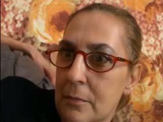امرأة سمراء, جدة, اللسان
