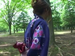 Heiß geisha im uniform sucks schwanz im die toilets