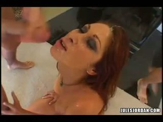 Scorching vroče tiffany mynx gets an super spray od tič sauce na ji obraz