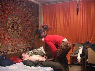 Rosyjskie dojrzała mama i jej chłopak! amatorskie!