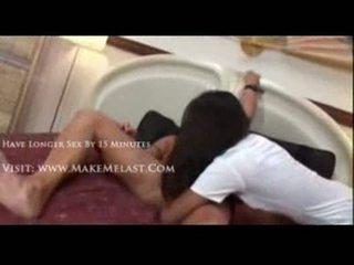 Nyomi marcela nailed di sebuah perawat busana