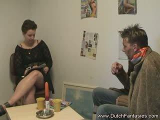 Procesul de luare a the olandez doamnă fericit