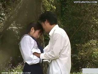 Έφηβος/η σχολείο κορίτσι έξω κήπος γαμώ