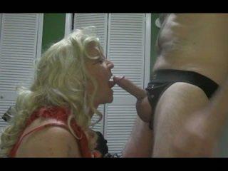 Blondinka crossdresser blows big sik hard