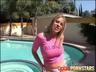 ボインの 金髪の人 ポルノスター daphne rosen teasing 私達 とともに 彼女の 大きい