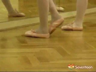 Hukum usia teenagerage ballet gadis