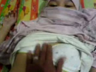 Ázsiai lány -ban hijab tapogatás & preparing hogy van szex