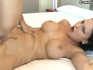 Pieptoasa bruneta abbie cat swallowing sloboz