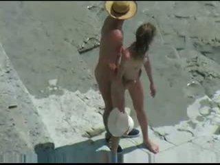 Casal fucks em nua praia
