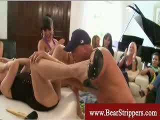 Cfnm nuleidimas nuo a meška stripper