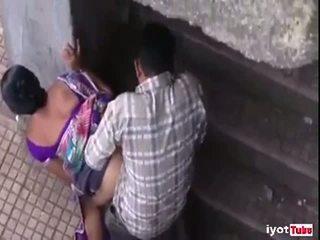 Indický pár chycený zakázaný vztah
