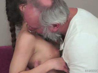 Teenie anita bellini gets szar által egy nagypapa