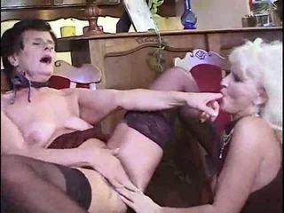 Lesbička babičky having strana video