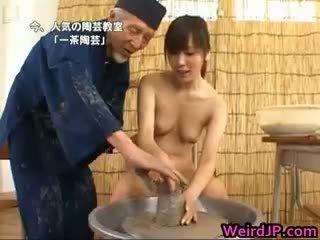 Asiatisch modell ist nackt für educational part1