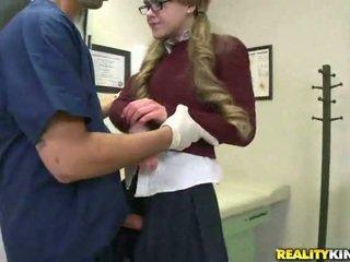 Iga hea tüdruk needs a paks munn