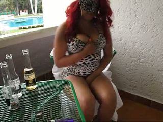 Borracha mexicana se masturba en balcon de 旅馆 weedhotsama