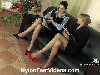 Dolly és joanna szemérmetlen nejlon láb videó akció