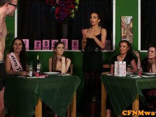 Femdom cfnm reverse bandă bang pentru waiters