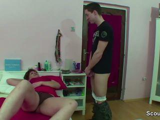Mama przyłapani niemieckie chłopak spuszczanie kiedy wake w górę i dostać pieprzyć