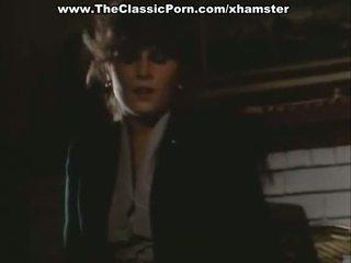 Οργασμός βίντεο με σέξι κυρία επί ο πάτωμα