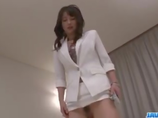 アジアの 看護師 ayumi iwasa devours コック 間に 彼女の 手