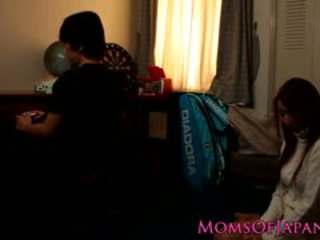 Japonesa mãe cheats e gets rosto fodido