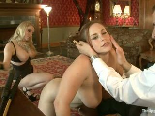 Guest ýaş gyz aiden starr comes to the upper ýerde to play with house slaves
