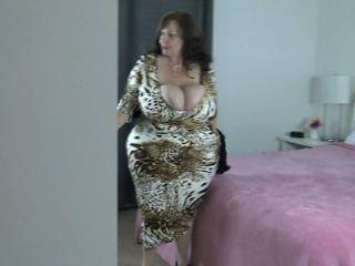 Peeping: Big Natural Tits & BBW Porn Video 0e