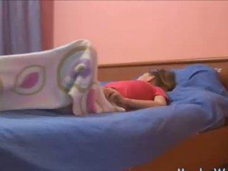Sleepy teismeline rubbing tema kliitor