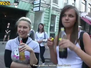 Sensuous drunken sweeties expose هم tushes و الثدي في ال حزب
