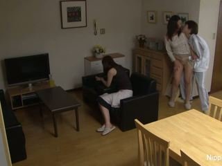 Азиатки милф gets прецака трудно докато тя приятел ленти то