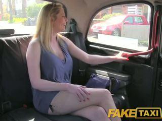 Faketaxi netīras angļi puma ir laimīgs līdz jāšanās the london taxi driver