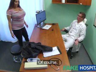 Fakehospital 孩兒 wants doctorã¢â€â™s 附帶 所有 以上 她的 大 巨大 奶 視頻