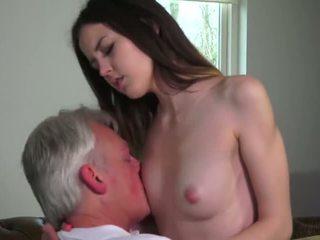 Innocent 孩儿 性交 由 grandfather - 色情 视频 771