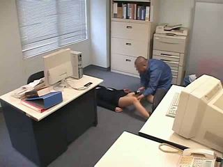 Gedrogeerd en used bij kantoor video-
