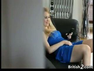 Blond baby sitter erwischt masturbieren