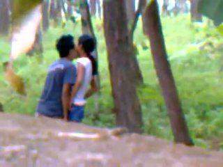 Desi подруга назовні трахання з boyfriend
