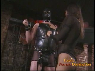 غريب عشيق في ل قناع enjoys being spanked بواسطة an الآسيوية