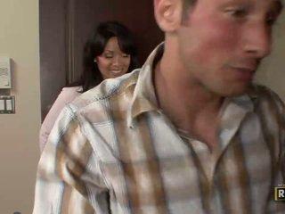 Wonderful superb amatööri ruskeaverikkö nainen kanssa iso tiainen doing suihinotto