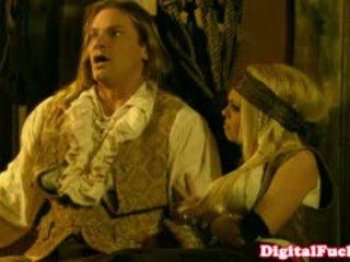 Bintang pornografi abbey brooks di anal busana pesta liar