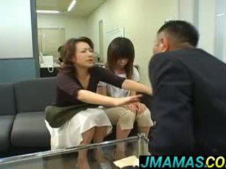 Miki yoshii og mamma mouths knullet av men