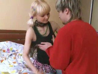 他媽的 同 掀裙