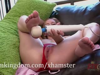 Hollie mack gets 熟悉 同 该 hitachi magic wand