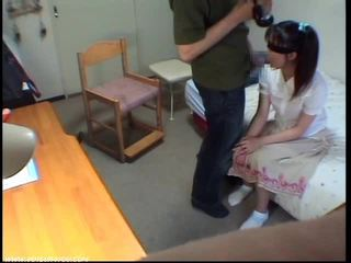 Innocent pijpen meisje gets sperma in mond