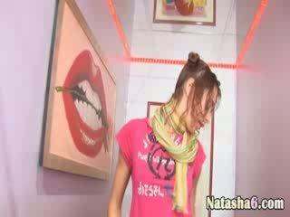 Nagi blackhair w disco klub