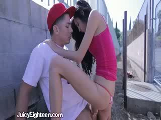 Zoey kush blows anh ta ngoài doors