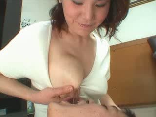 Japonesa mãe breastfeading vídeo